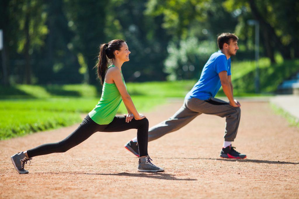 Ćwiczenia rozciągające przed bieganiem.